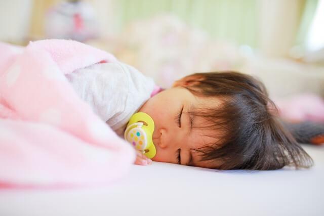 赤ちゃんが熱性けいれんを起こした時の対処法!救急車は呼ぶ?