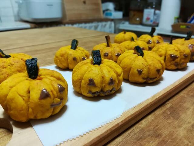ハロウィン用お菓子に簡単かぼちゃのスコーンを子供と作ってみた♪