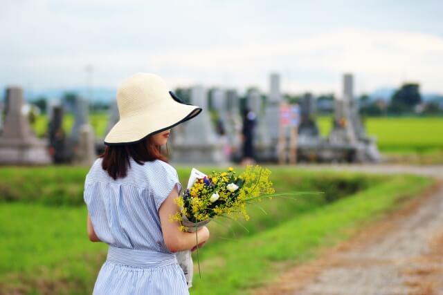 お墓参りの服装で夏におすすめの色や注意したいポイントは?